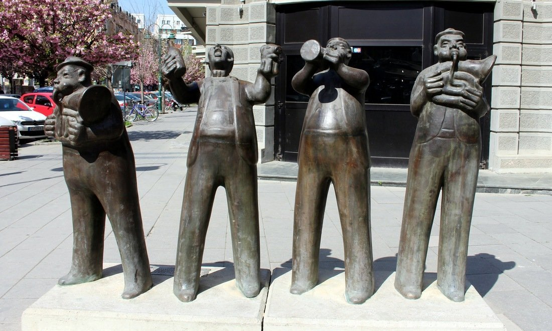 A monument showing musicians - Visit Skopje