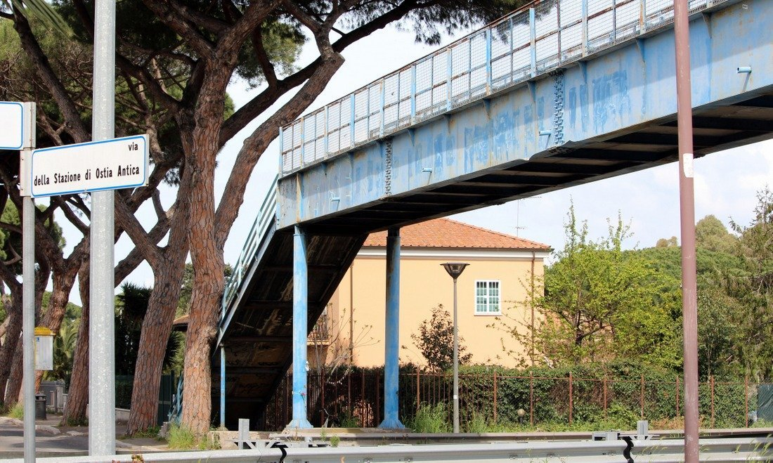 The overhead bridge on the way to Ostia Antica