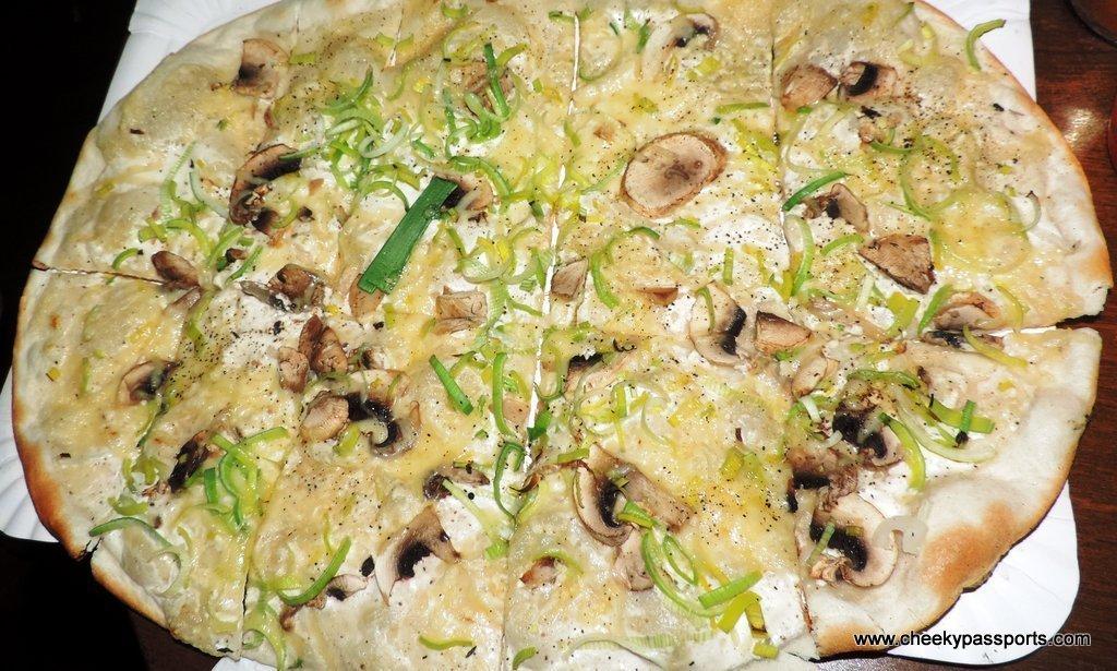 Tarte flambée with mushrooms
