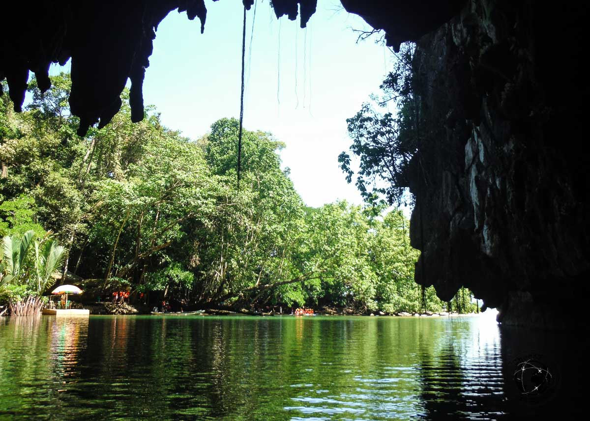 the entrance of thePuerto Princesa Underground River showing the cave sides
