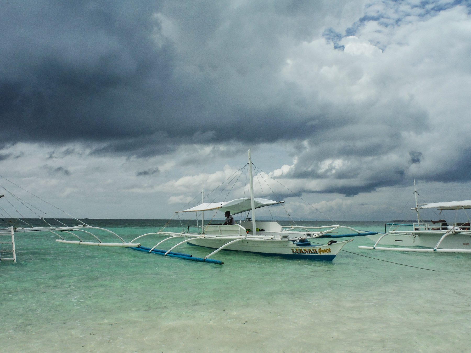 Boat moored to the sand dune at Virgin island in Panglao - Philippines Travel expenses and costs