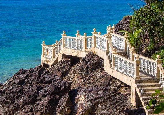 Where to stay in Malaysia - the walkway from a beach to another at - Kapas island, Pulau Kapas