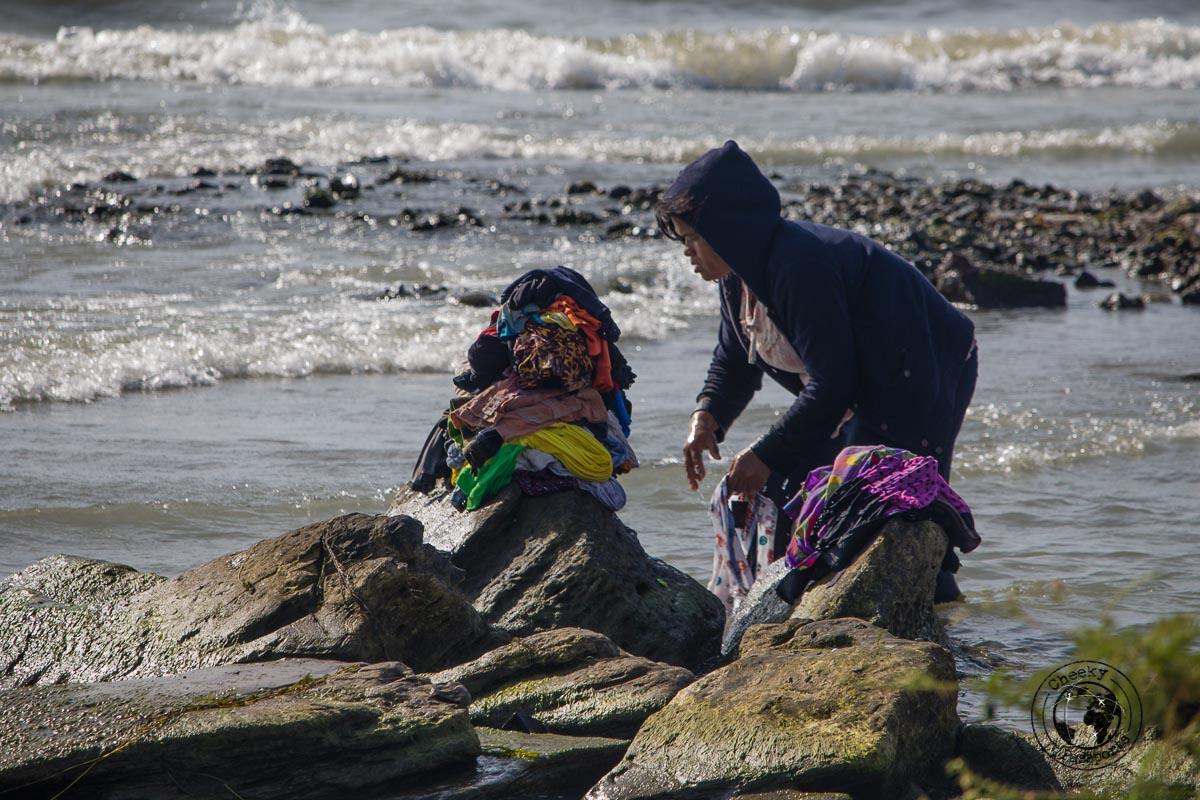 Local doing the laundry at Batu Hoda beach