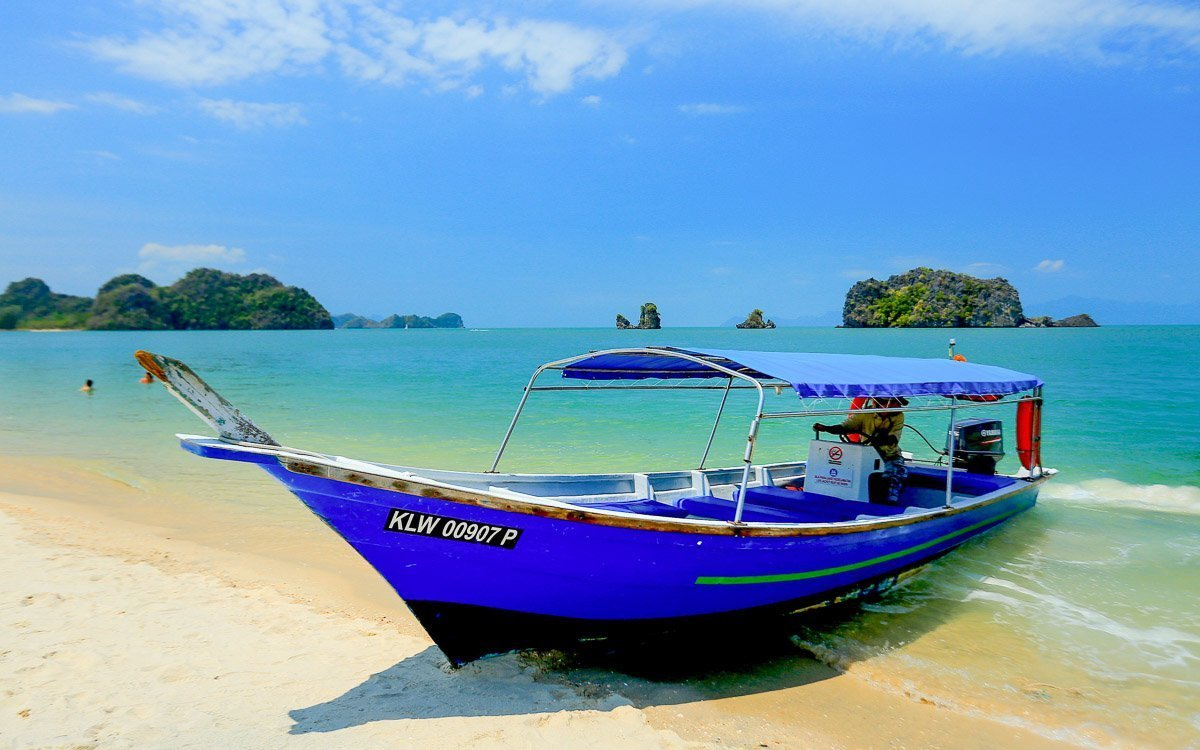 Langkawi blue boat - Where to stay in Malaysia