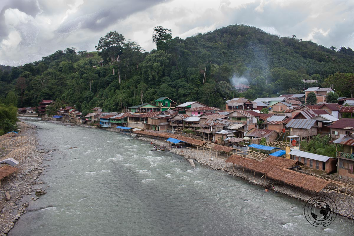 The village and the river in Bukit Lawang - Bukit Lawang trekking
