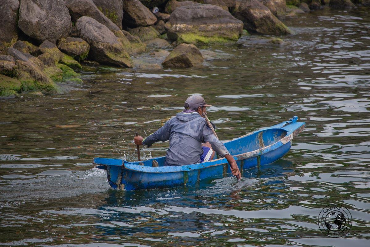 fisherman in the lake - things to do in Lake Toba