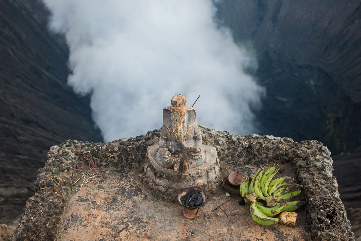 Hindu offerings to Mount Bromo - Mount Bromo Sunrise and Kawah Ijen Blue Flames in 2 days (without a tour)
