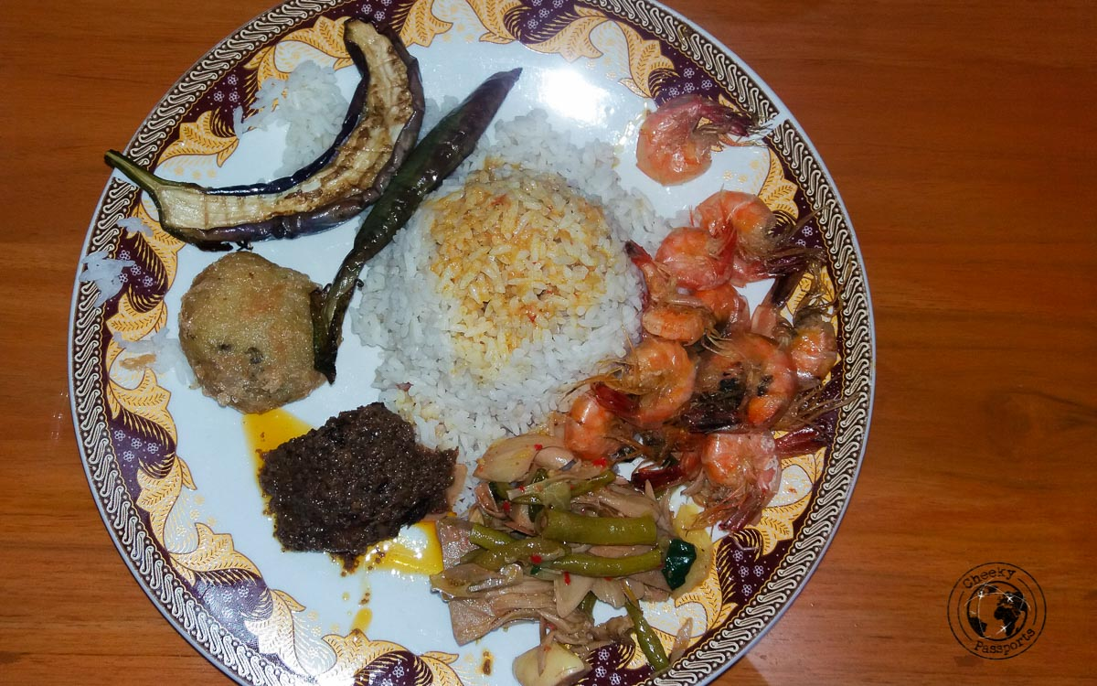 Local Indonesian food is delicious and affordable so it will not contribute significantly to you travel expenses in Indonesia