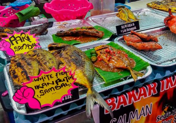 Food at the night market - Travel expenses in Brunei
