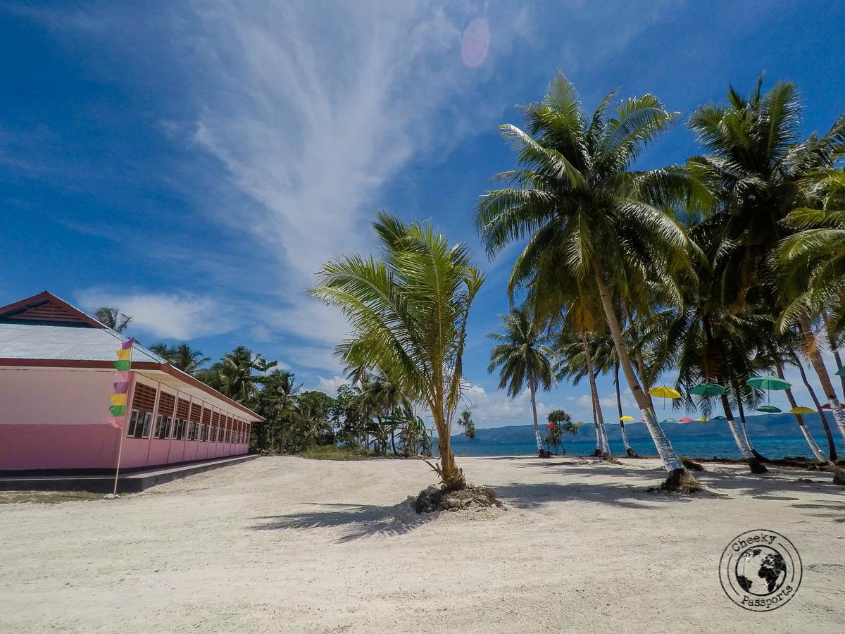 School on a beach - Exploring kei islands in Malukku