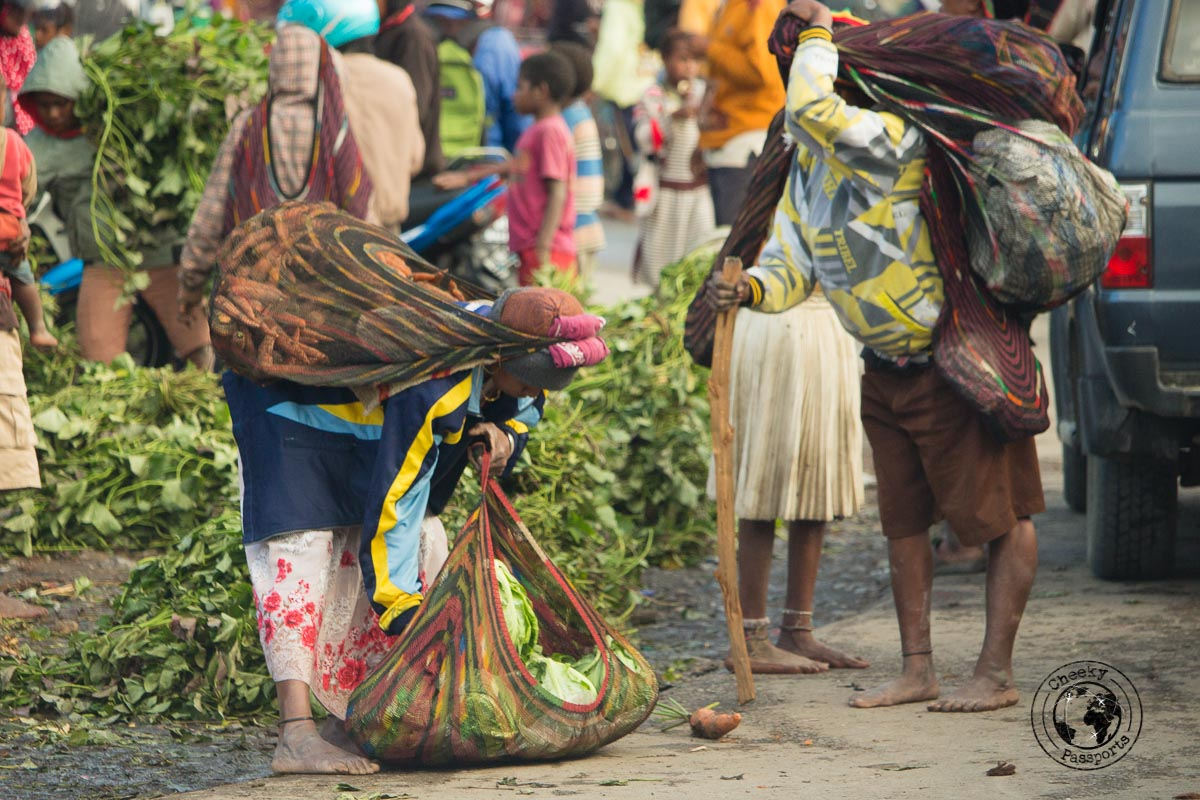 Women carrying a Noken, traditional 'shopping bag' used in the baliem valley