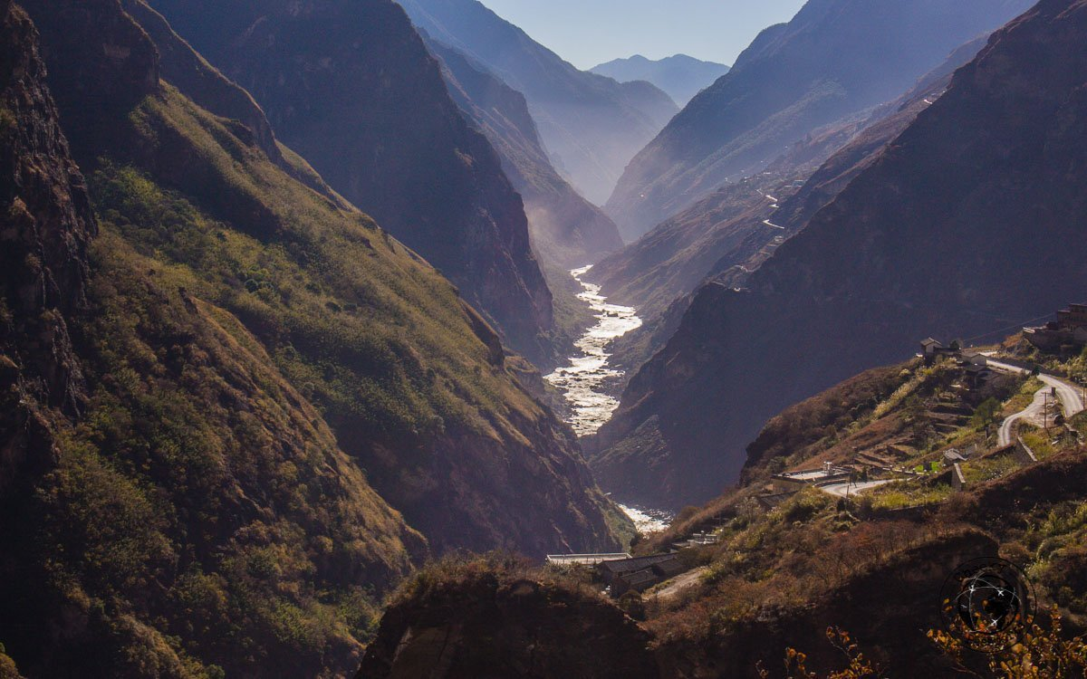 Amazing scenery when hiking Tiger Leaping Gorge in 3 Days