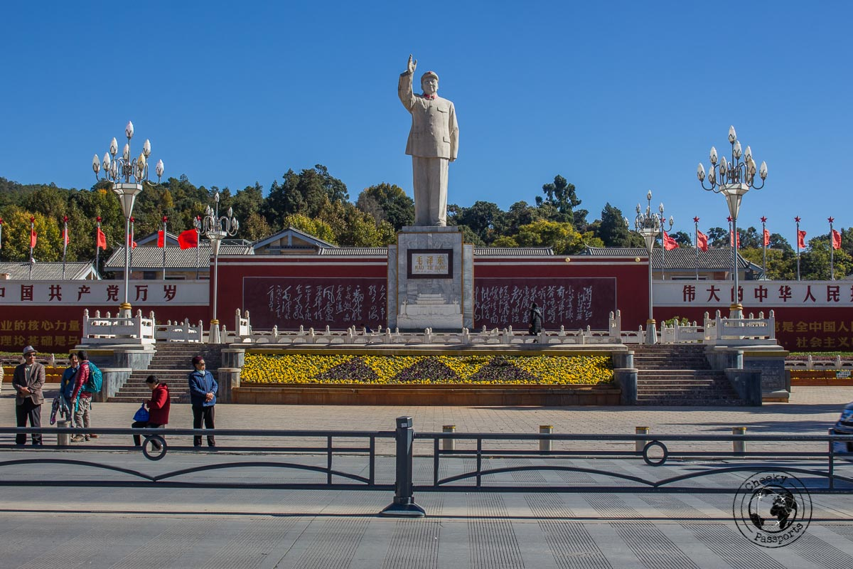 Statue of Mao in Lijiang, just opposite the minivan to the Jade Dragon Snow Mountain