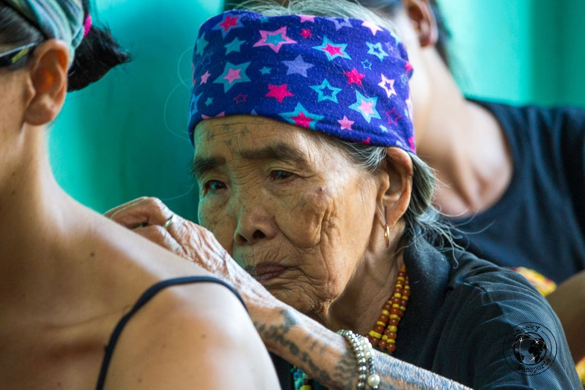 Whang-od, world famous filipino tattoo artist working her way on Michelle - Getting a Filipino Tribal Tattoo in Buscalan