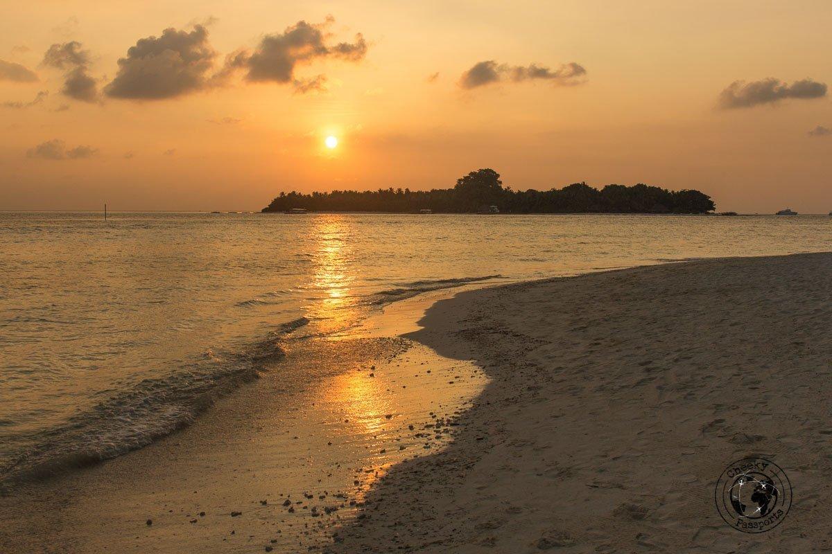 Amazing sunsets in Rasdhoo - Maldives local islands