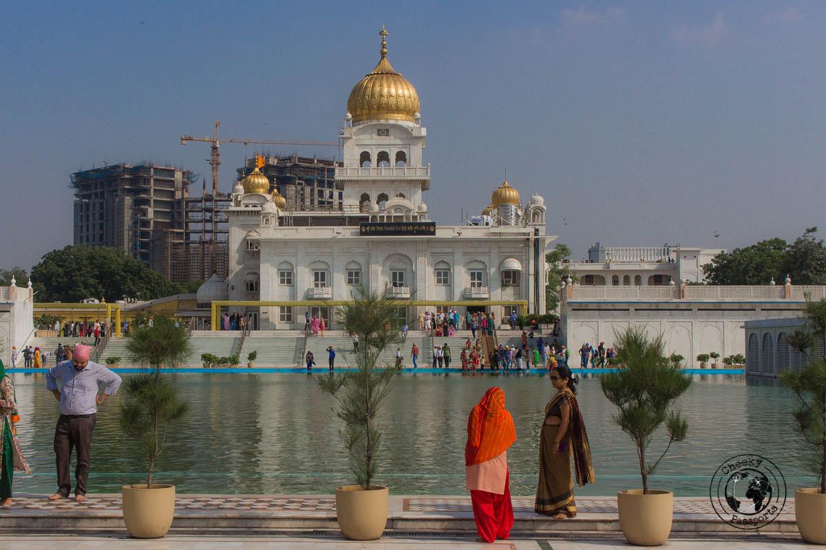 Gurudwara Bangla Sahib - Backpacking in Delhi - Delhi Sightseeing by metro