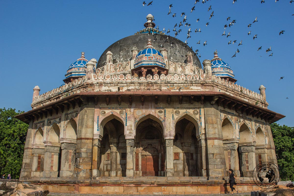 Isa Khan Niyazi Tomb - Backpacking in Delhi - Delhi Sightseeing by metro