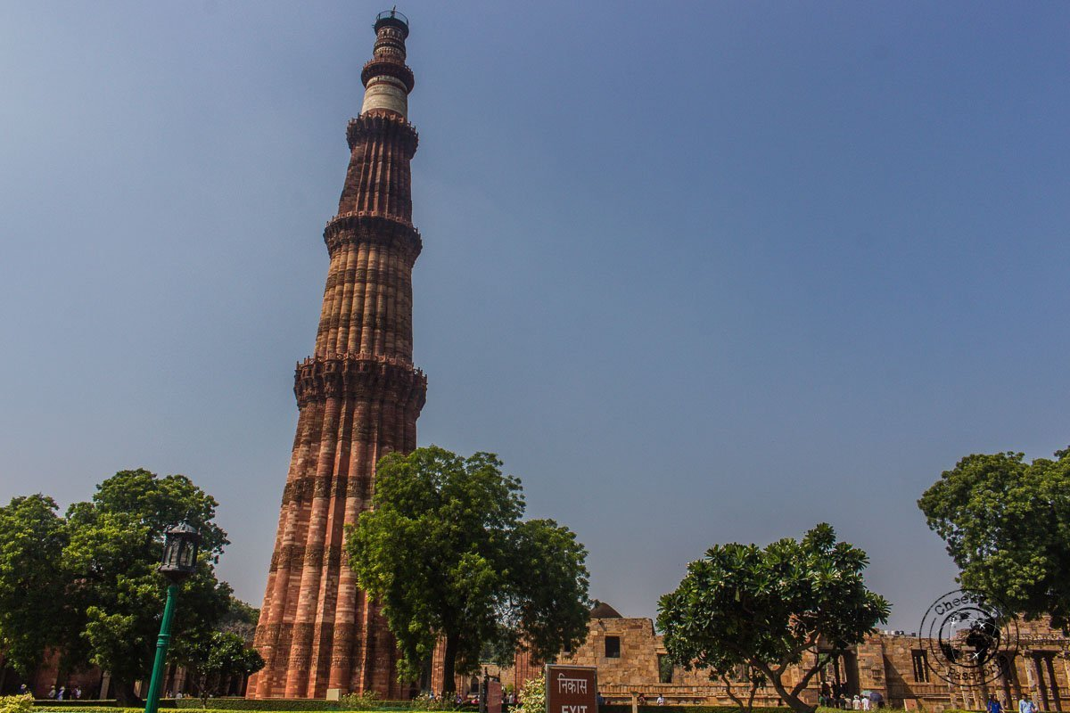 Qutub Minar - Backpacking in Delhi - Delhi Sightseeing by metro