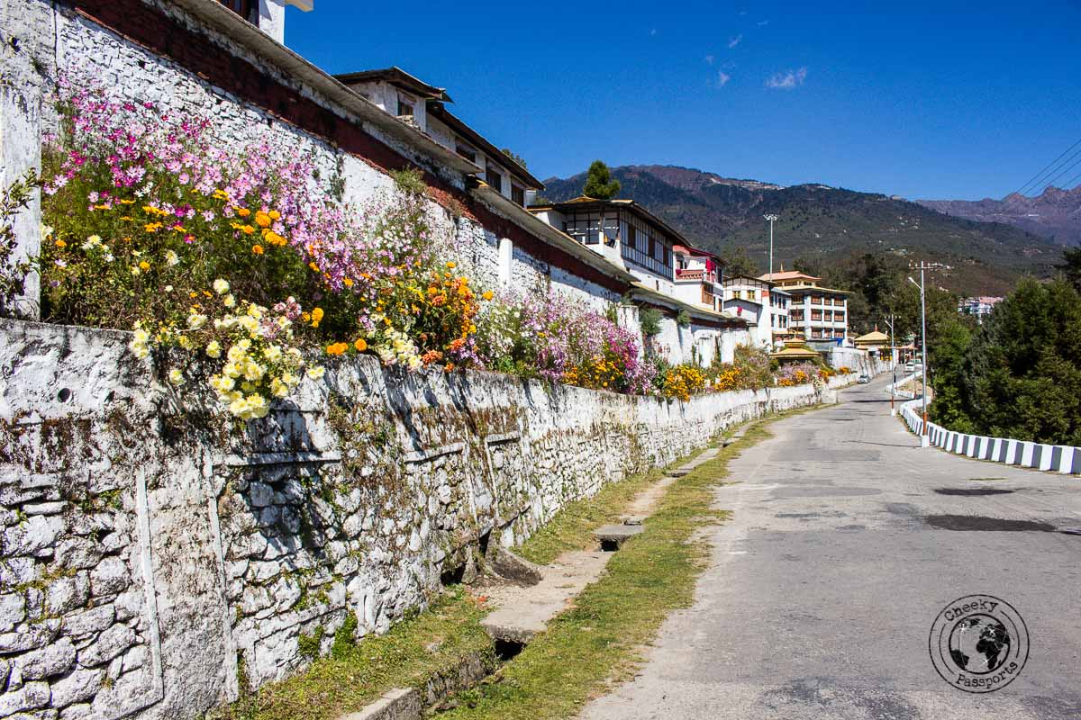 The side raod leading to the Tawang Monastery - North East India Travel Guide