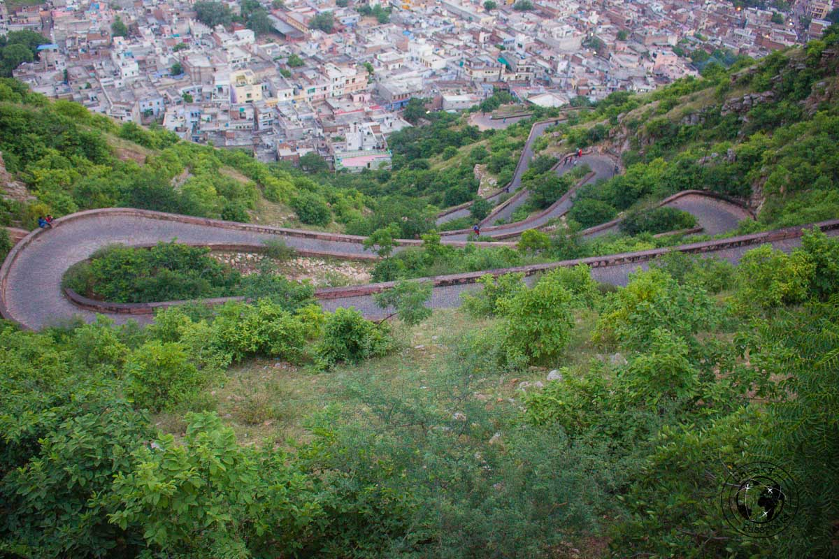 The steep road towards the Nahargarh Fort - The Best Tourist Places in Jaipur