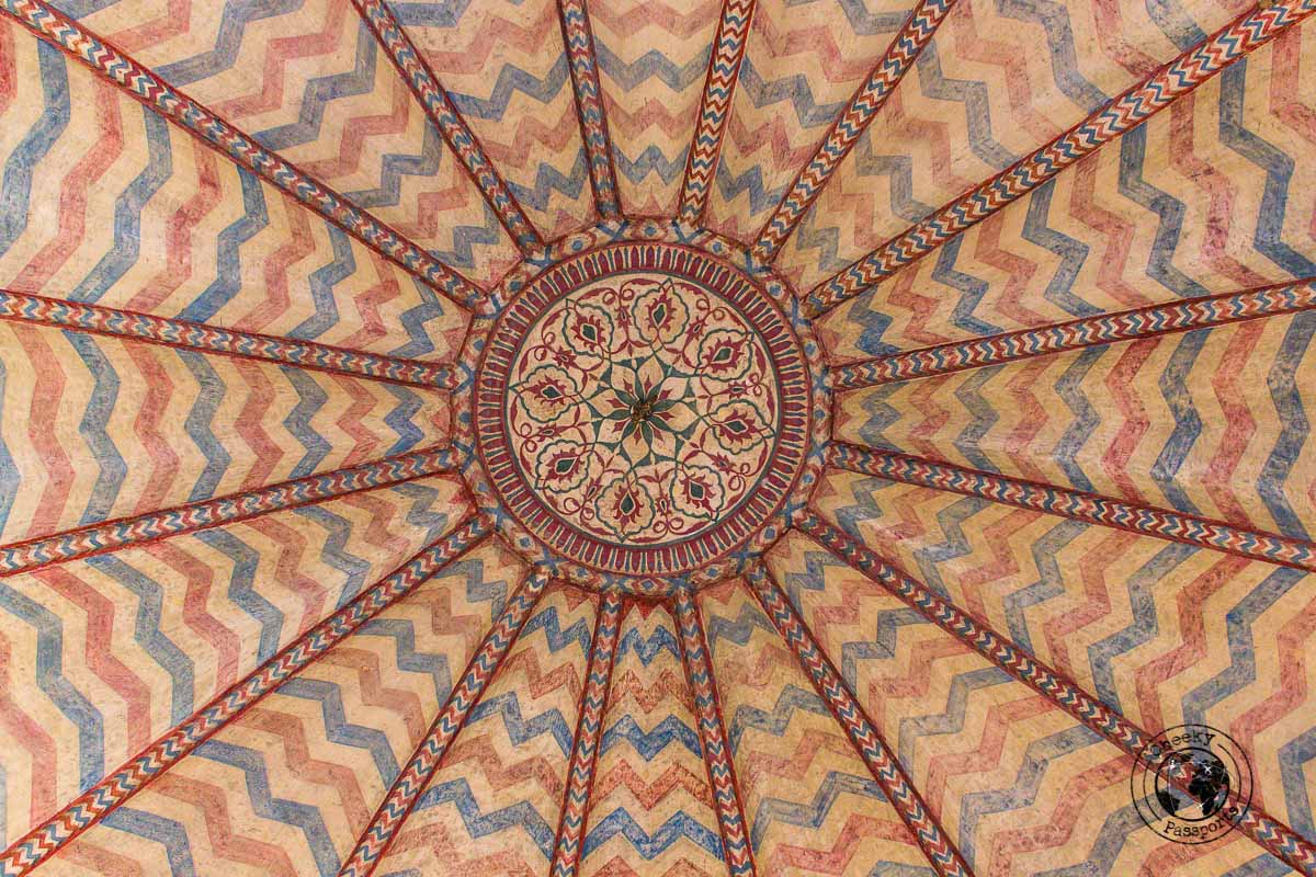 detail from the ceiling of the Amer fort - The Best Tourist Places in Jaipur