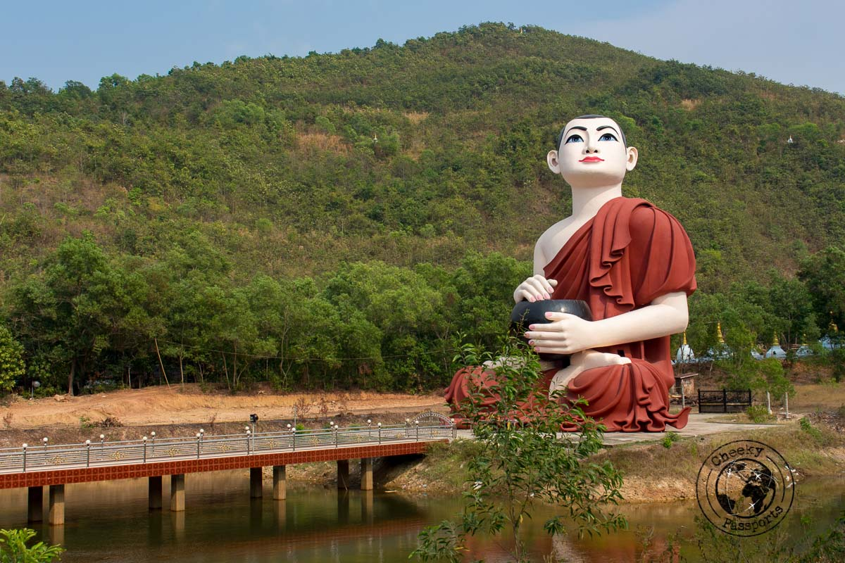 Other larger statues at the Win Sein Taw Ya Reclining Buddha site