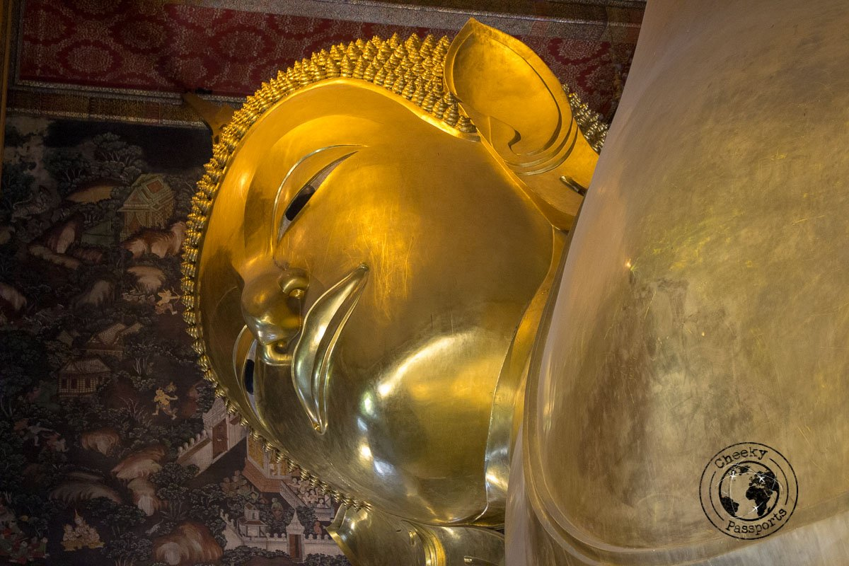 Wat Pho, temple of the reclining buddha, a must see on your bangkok itinerary