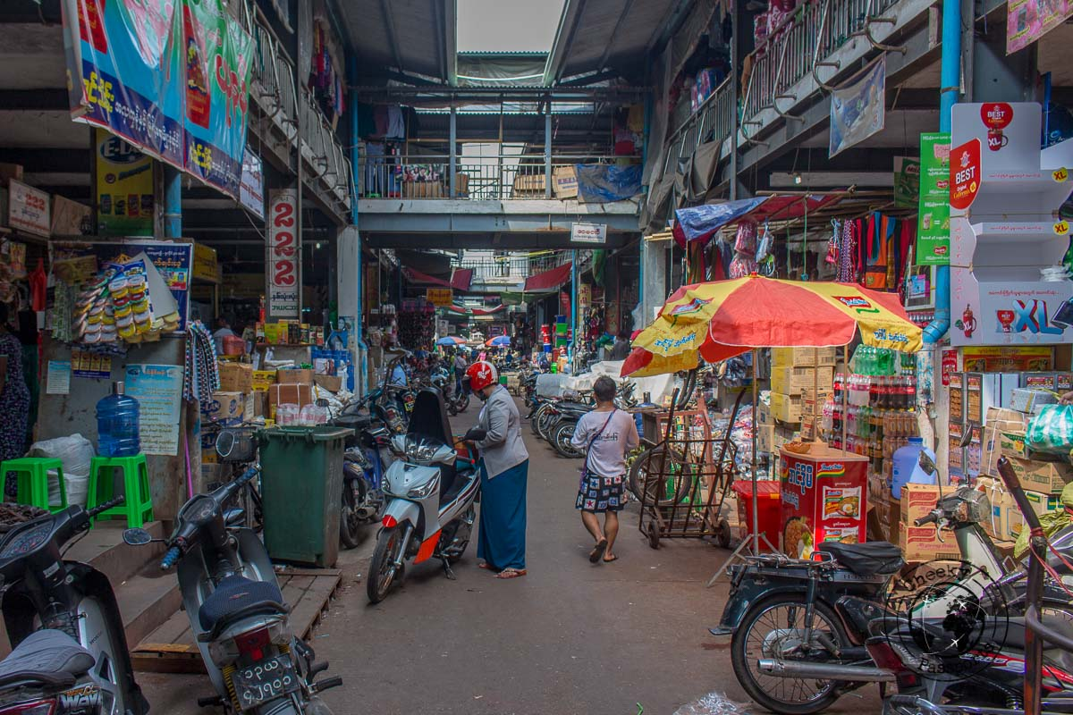 The markets of Mawlamyine