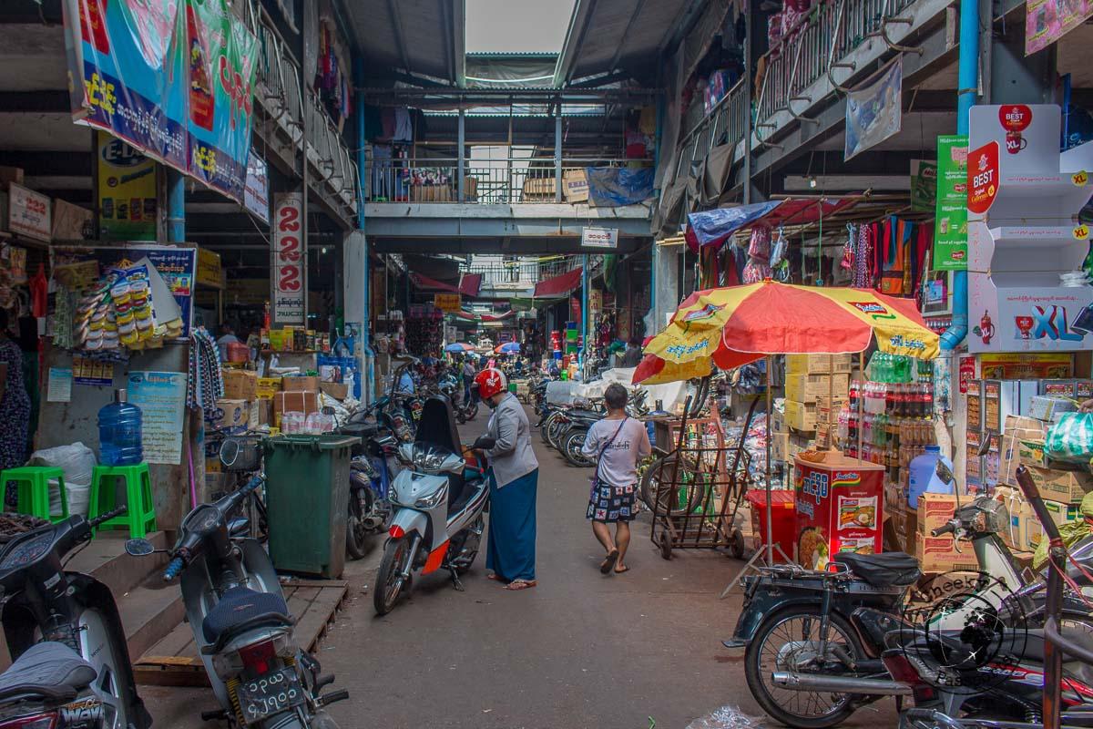 The markets of Mawlamyine