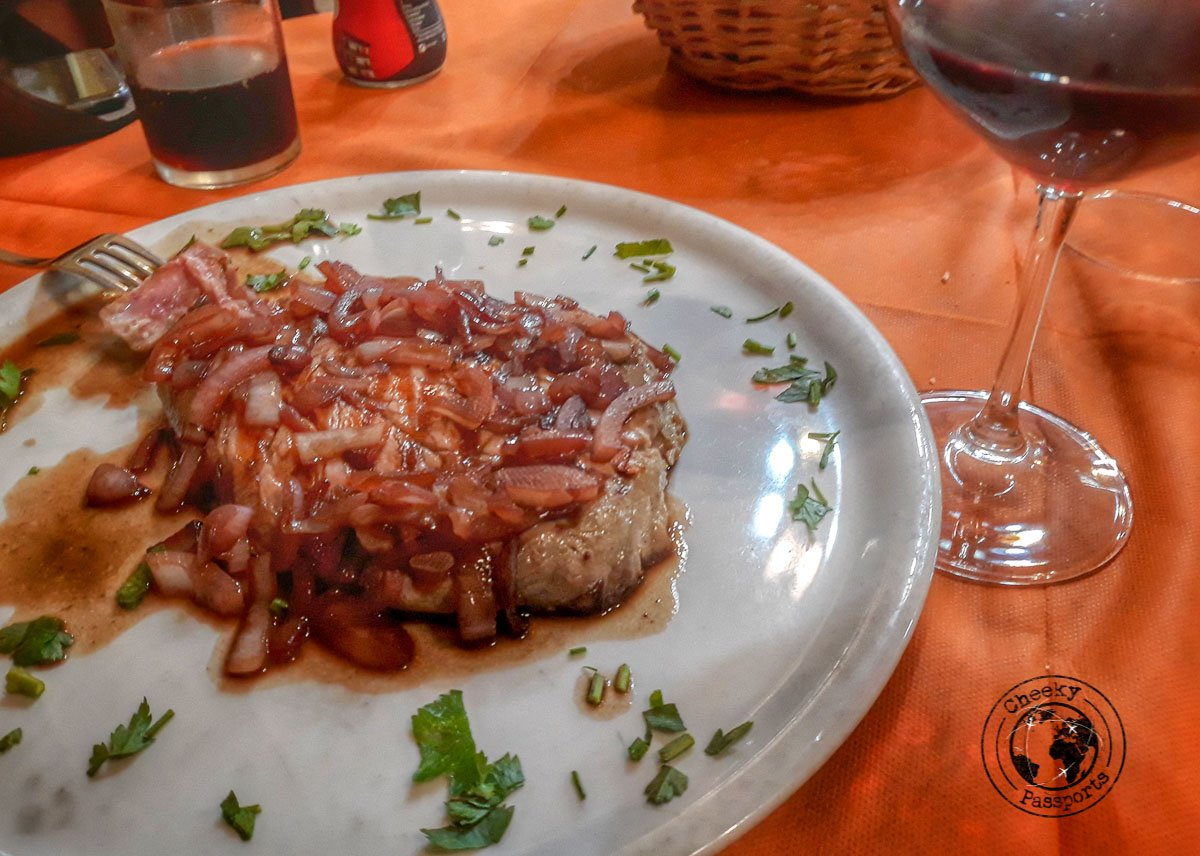 Tuna steak topped with the read onions of Tropea