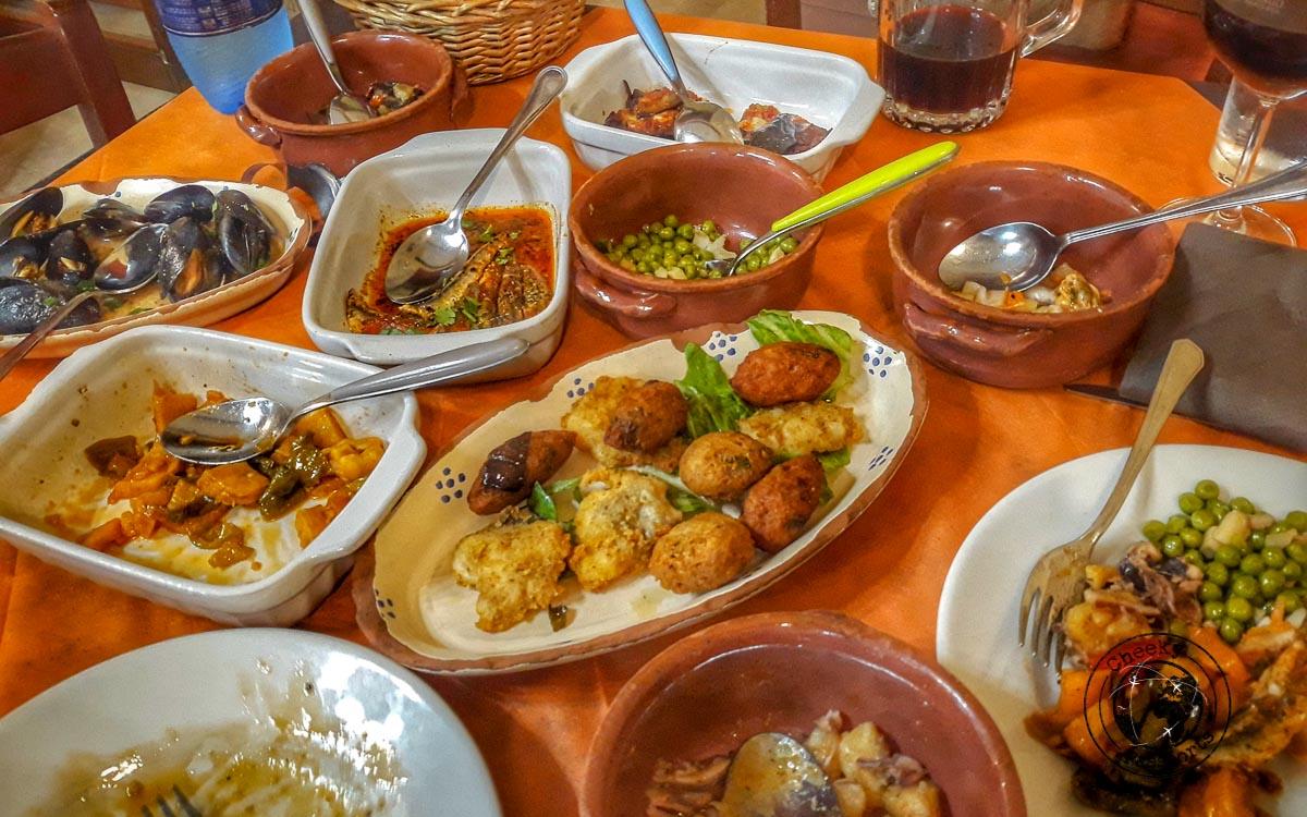 Mixed seafood platter at A Raa Gghjazza in Crotone