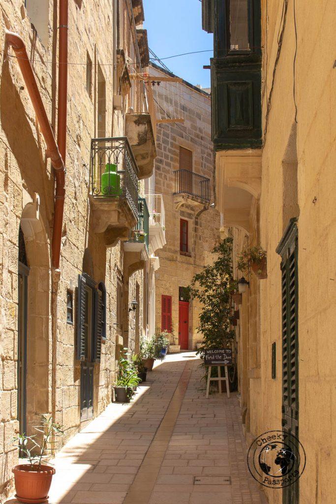 The narrow streets of Birgu