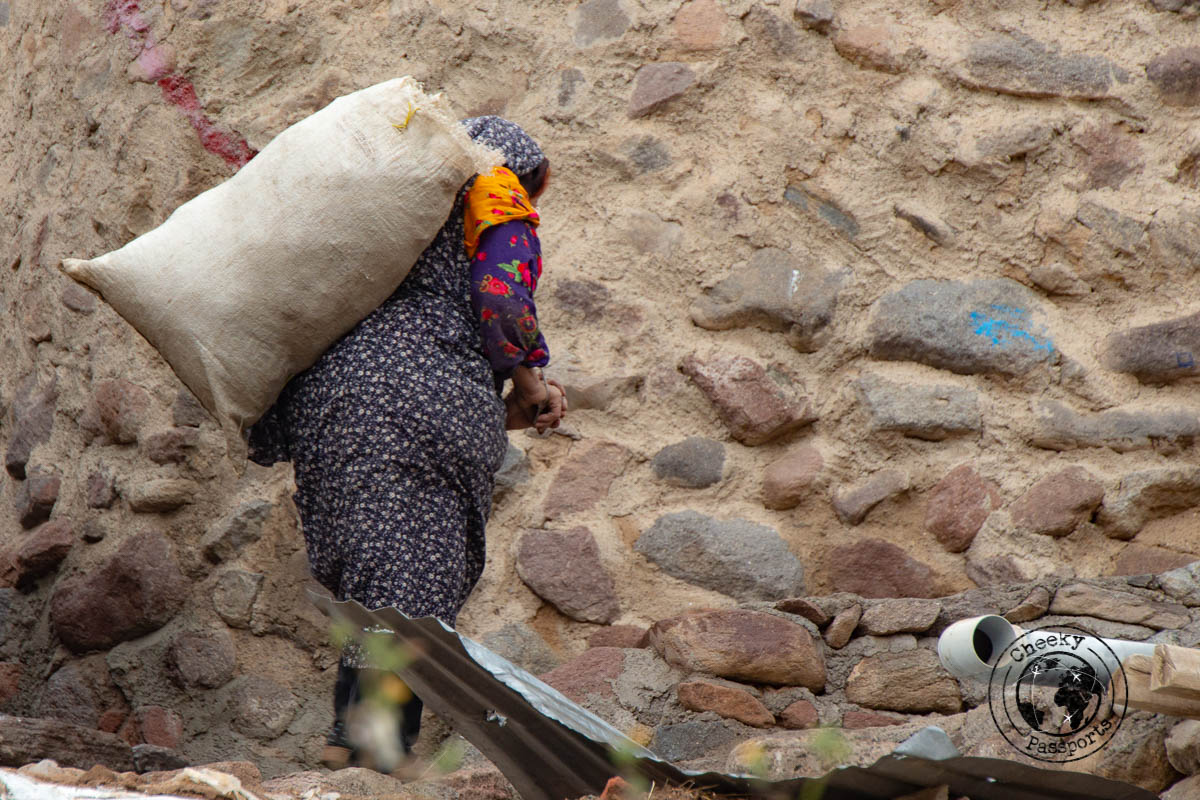 Old woman at the Kandhovan village in Iran - Independent travel in Iran