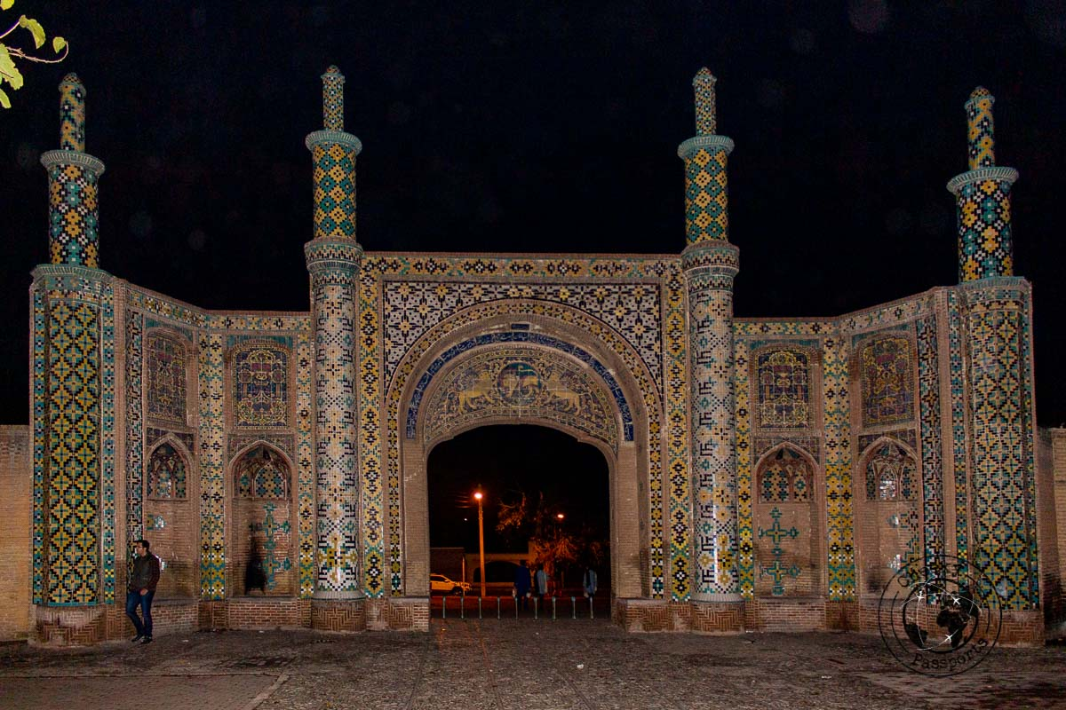 Darb-e Kushk Gate of Qazvin at night