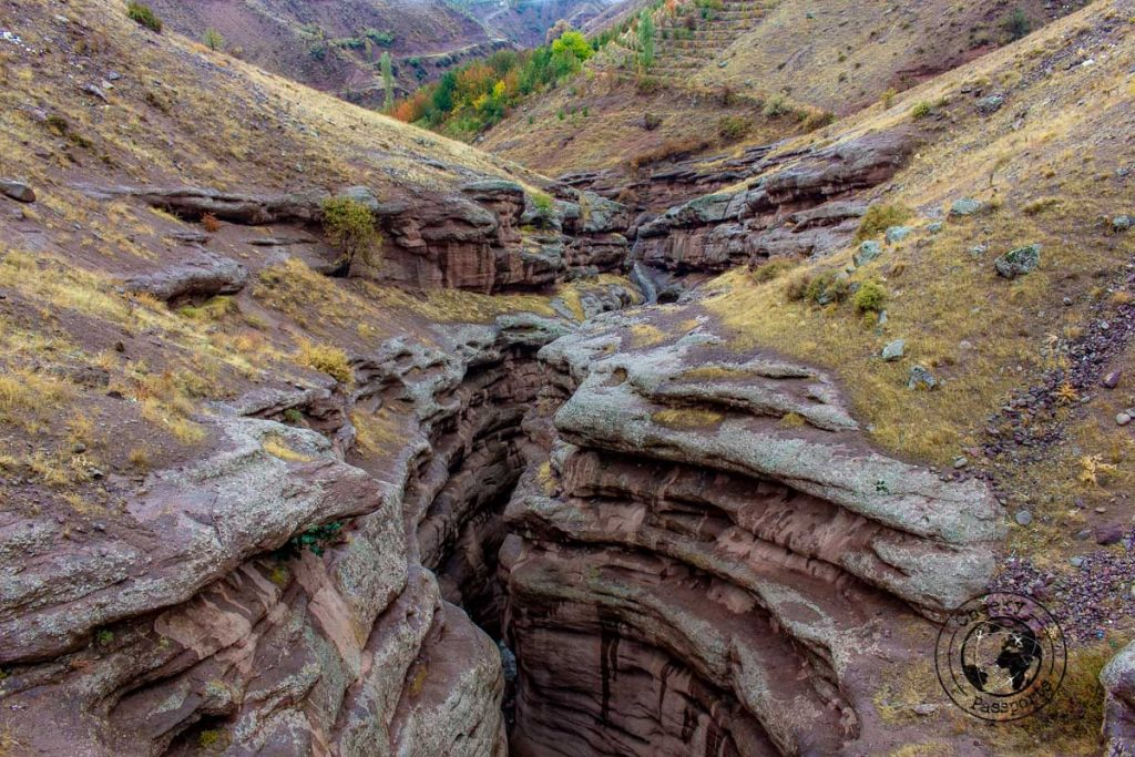 The canyon at the Alamut Valley - Travel tips of Iran